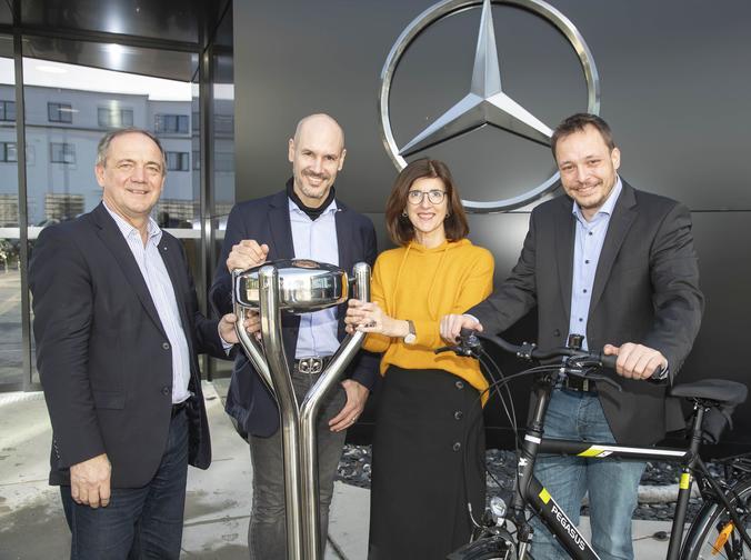 Mercedes-Belegschaft sponsert 2 Fahrräder für die Sonneninsel